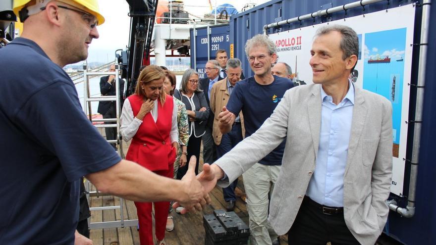 Pedro Duque, en su visita al buque Sarmiento de Gamboa en Vigo