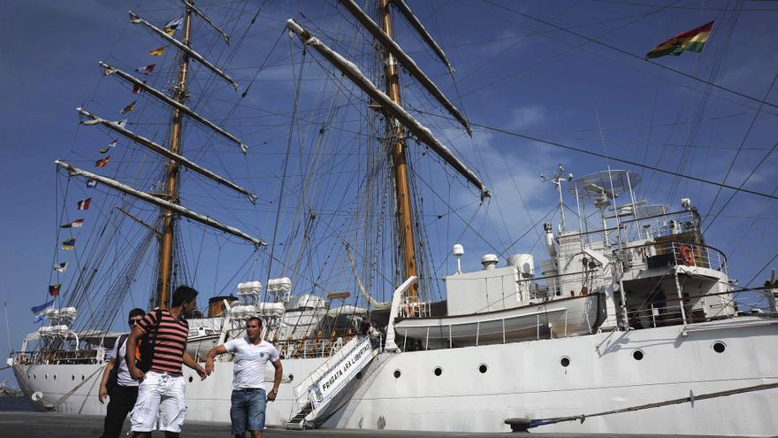 La fragata Libertad entra en aguas argentinas y ultiman planes para recibirla