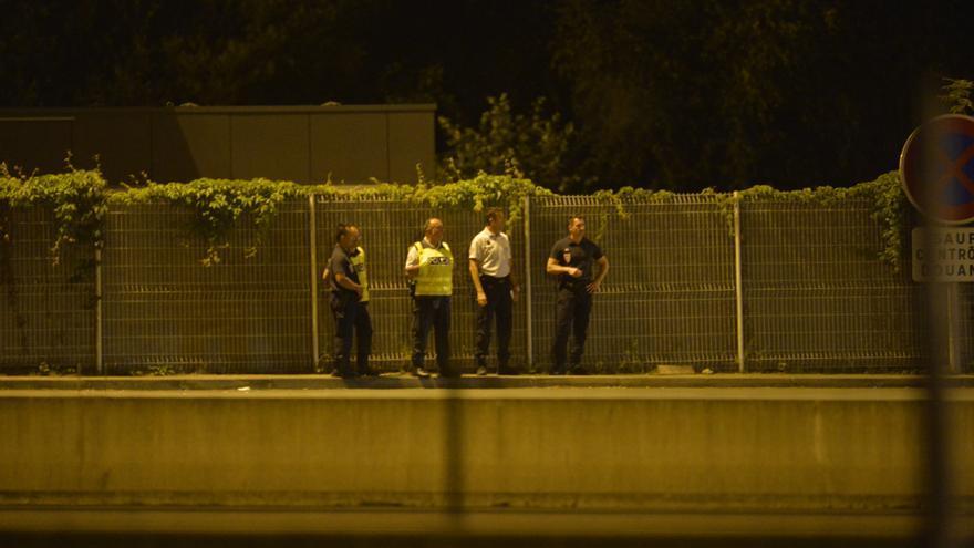 Controles de la Policía francesa en el paso fronterizo de Irún-Hendaya