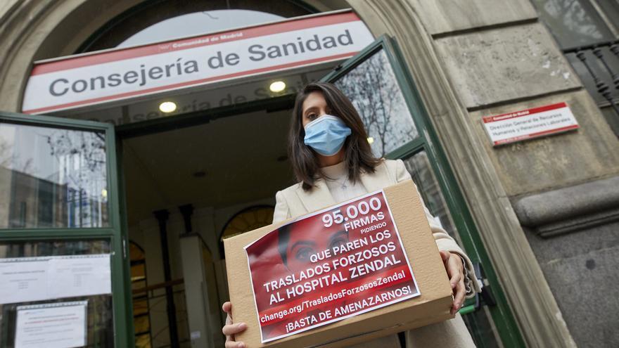 La enfermera de las 100.000 firmas contra los traslados forzosos al Zendal: 23 días sin descansar y un menisco roto