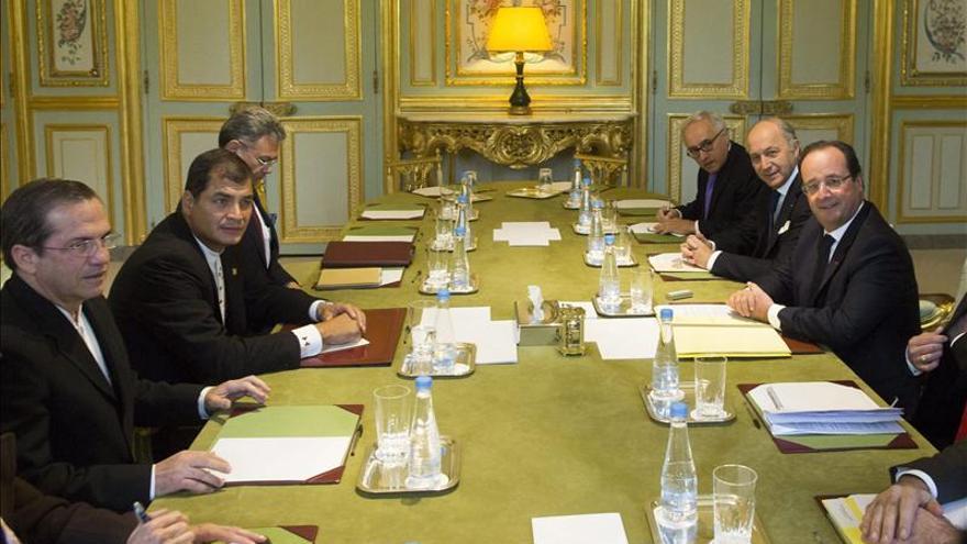 Hollande y Correa firman en París acuerdos de ciencia y economía solidaria
