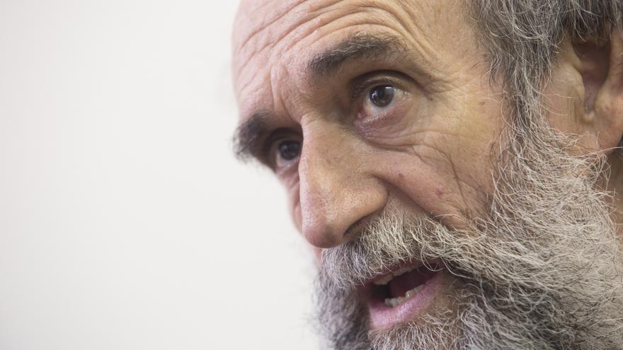 El sindicalista asturiano Juan Manuel Martínez Morala en la sede de la Central Sindical de Izquierdas, en Gijón