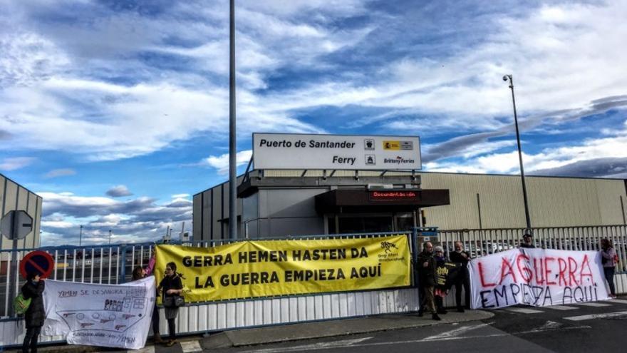 Protesta en Santander contra el barco saudí Bahri Hofuf. | PASAJE SEGURO