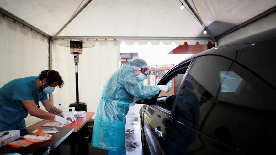 Implantan en el CHUAC el test del coronavirus que se hace sin bajar del coche