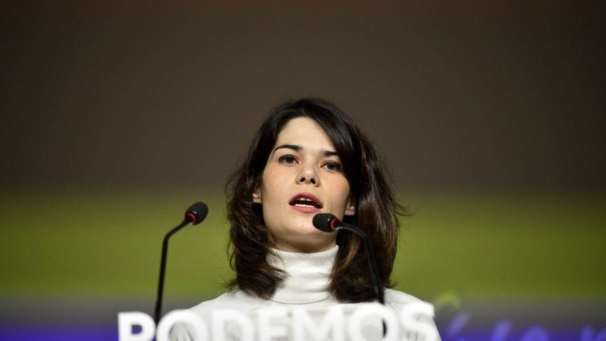 Archivo - La portavoz de Podemos, Isa Serra, interviene en rueda de prensa en la sede del partido para analizar la situación política.