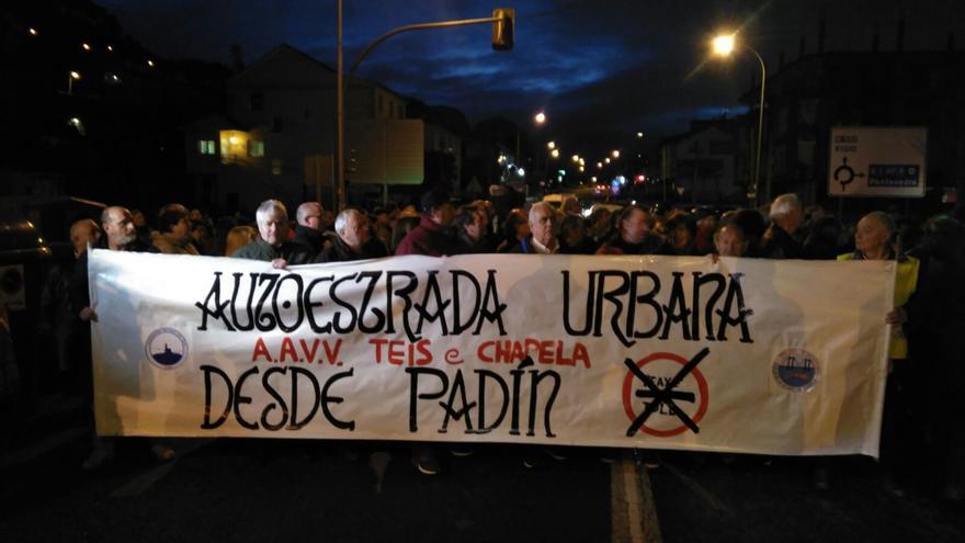 Concentración de los vecinos de Teis (Vigo) y Chapela (Redondela)