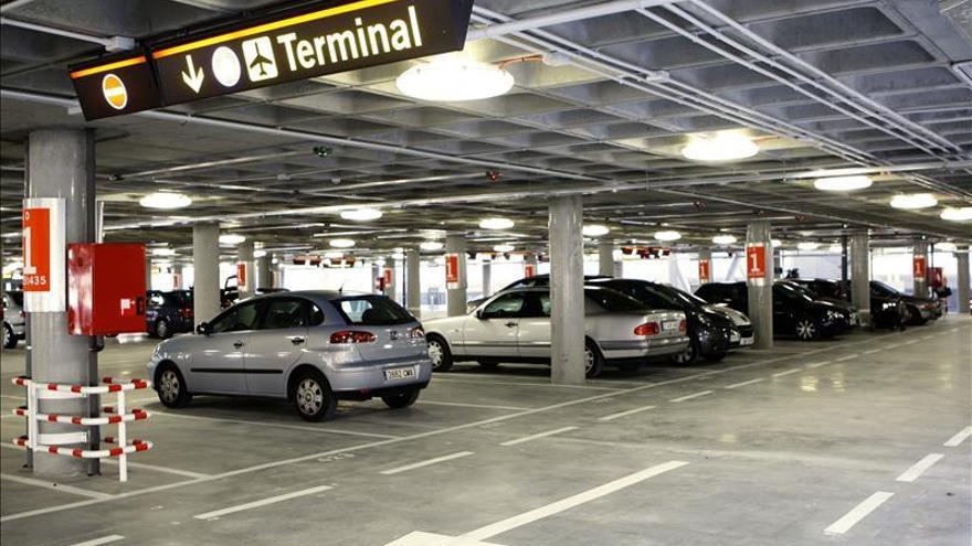 Paro total en los aparcamientos del aeropuerto de Bilbao