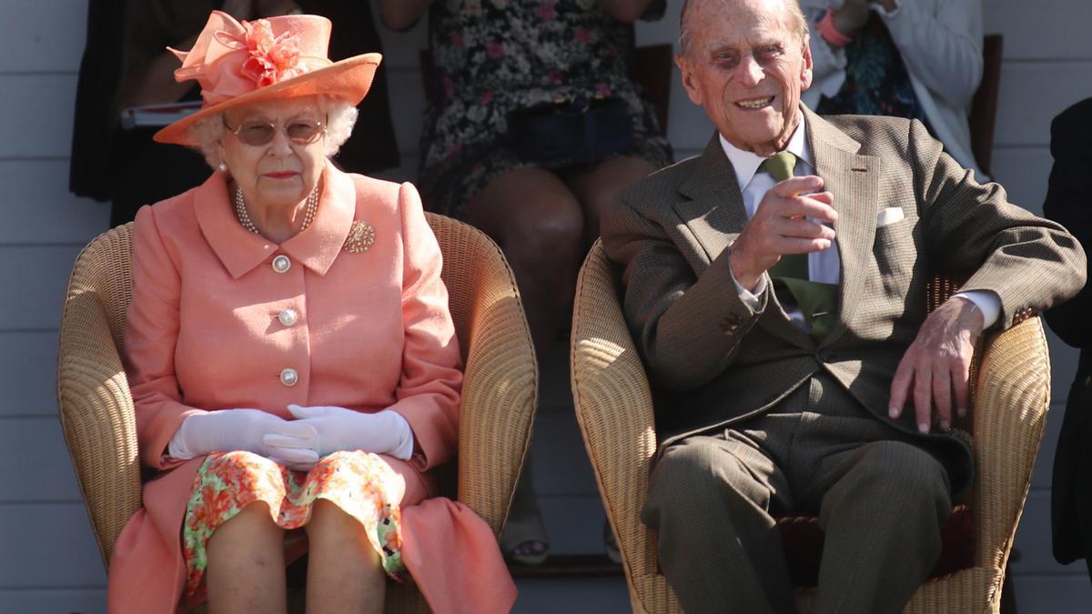 La reina Isabel II de Inglaterra y el príncipe Felipe de Edimburgo en un acto público en 2018
