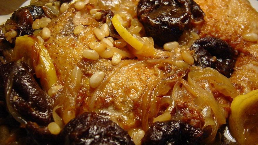 Recetas Cocina Marroqui | Recetas Del Mundo Tajine De Pollo Con Ciruelas Pasas Y Datiles