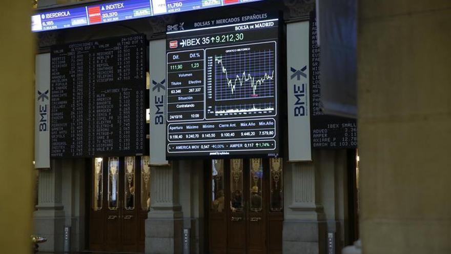 El IBEX 35 sube el 0,65 por ciento en la apertura y se acerca a los 9.000 puntos