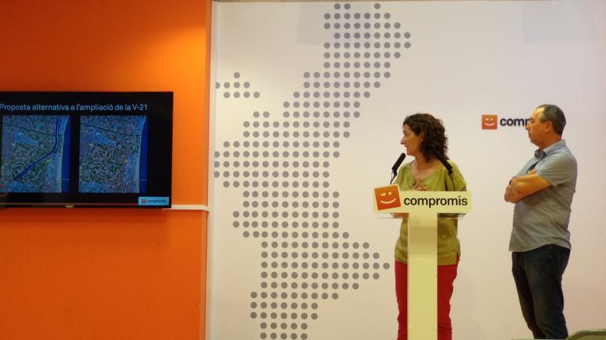 El portavoz de Compromís en el Congreso, Joan Baldoví, y la diputada de Compromís en les Corts, Graciela Ferrer