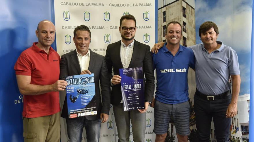 Foto de archivo de la rueda de prensa en la que se presentó el festival y cartel de Cazafotosub, evento que se celebra en el marco del Festival del Mar de La Palma.