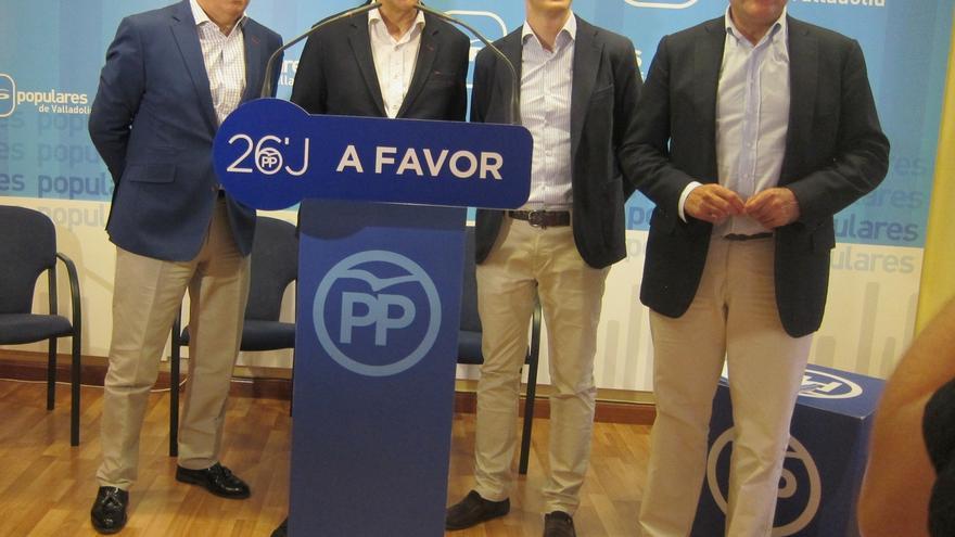 Casado (PP) confía en que el Comité Federal del PSOE no vete el apoyo a Rajoy y apuesta por un pacto de legislatura