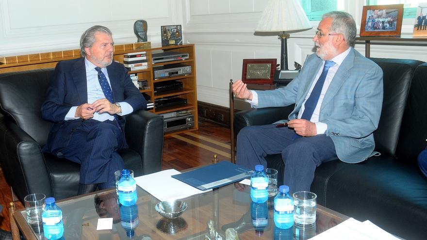 Méndez de Vigo y Ramón Ruiz, durante la reunión.