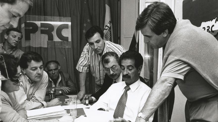 Revilla en la noche electoral de 1995, año al que accedió por primera vez al Gobierno de Cantabria.   PRC