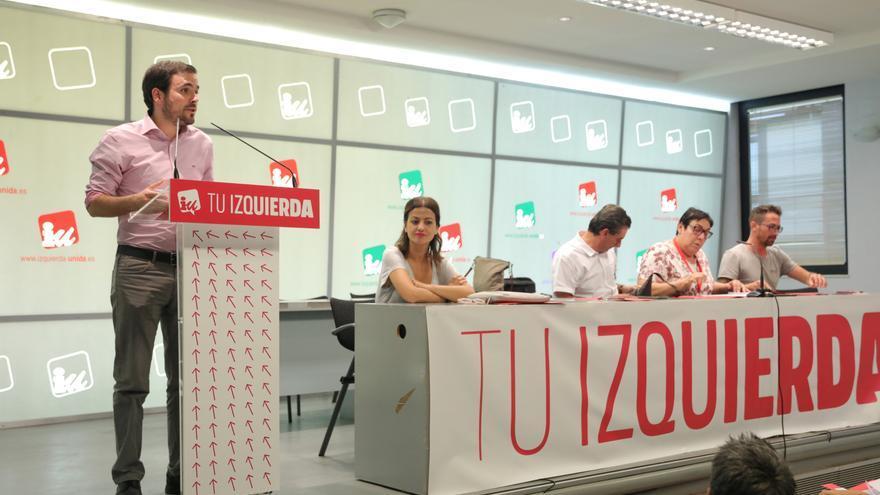 Archivo - El coordinador general de Izquierda Unida, Alberto Garzón interviene en  la celebración de la Asamblea Político y Social de IU para ratificar si concurre o no en coalición con Podemos a las elecciones del 10-N, en Madrid (España), a 26 de septie