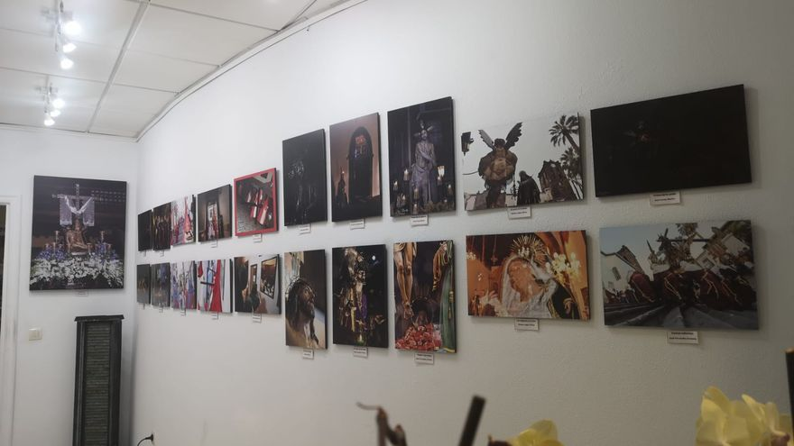 Exposición 'Fotografías de Semana Santa' en la sala La Molina Artesanía.