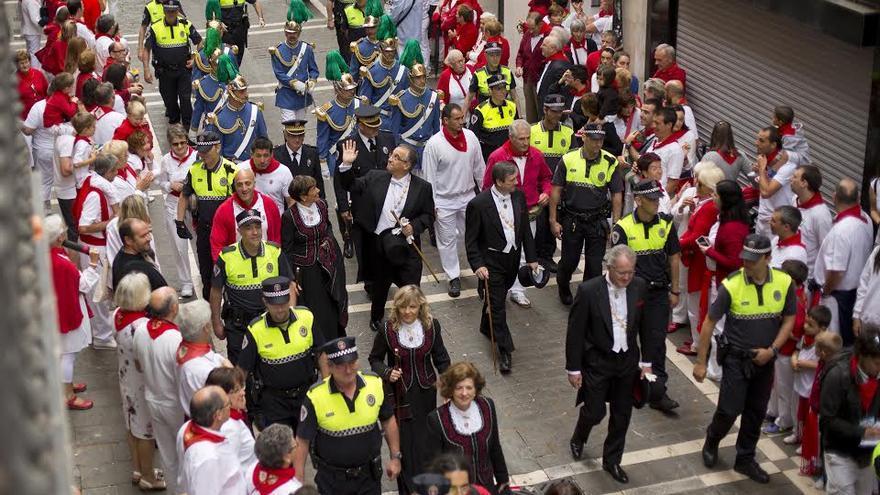 La corporación municipal en la procesión de San Fermín con el traje de gala. Foto: Ayutnamiento de Pamplona.