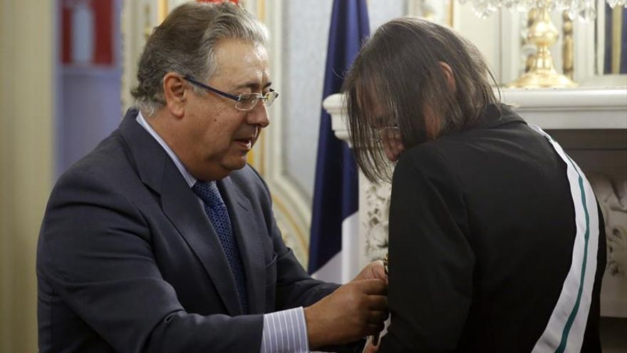Zoido condecora a la jueza Le Vert, la incansable heroína en lucha contra ETA