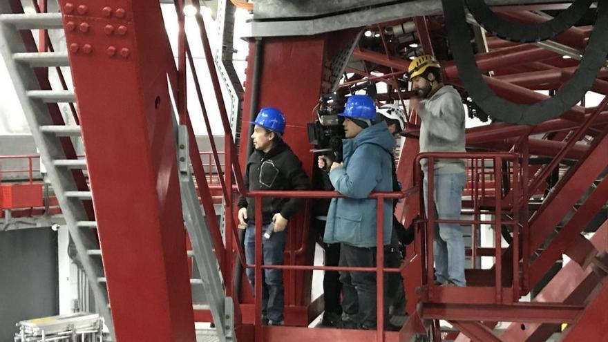 Un momento de la grabación del spot en el interior de la cúpula del Gran Telescopio de Canarias.