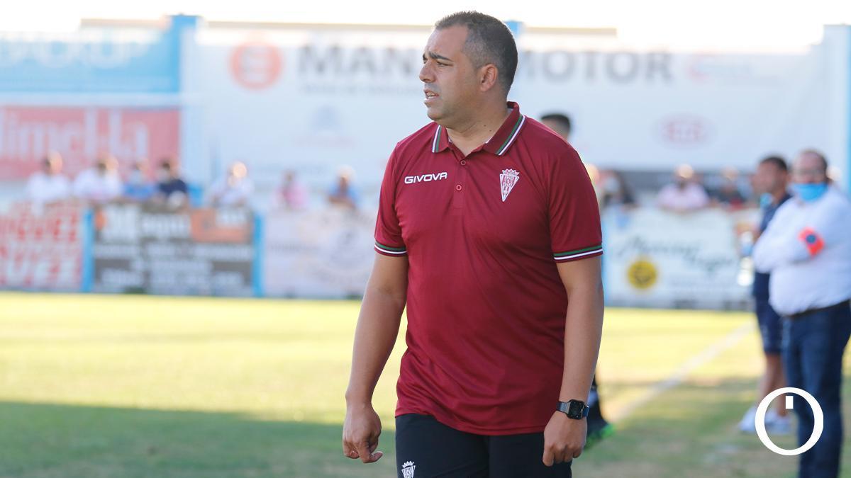 Germán Crespo dirige a su equipo