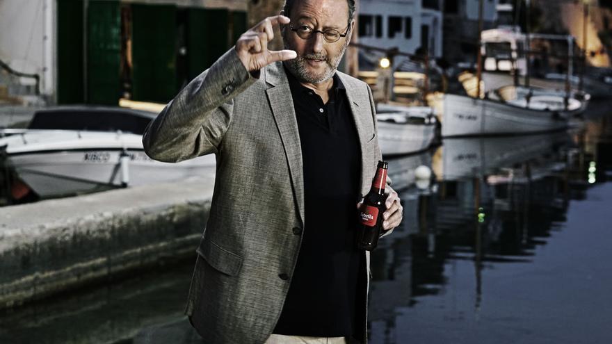 Jean Reno protagoniza el corto de Damm para el verano 2016.