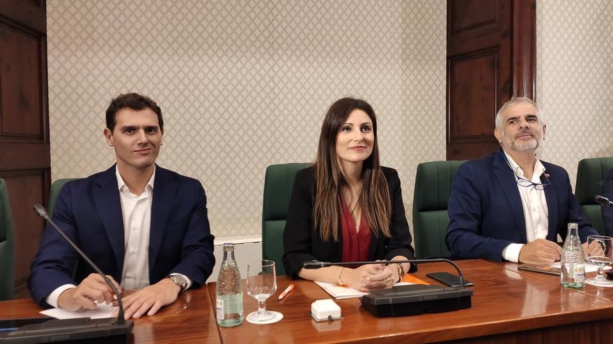 Albert Rivera, Lorena Roldán y Carlos Carrizosa, durante su intervención en el Parlament