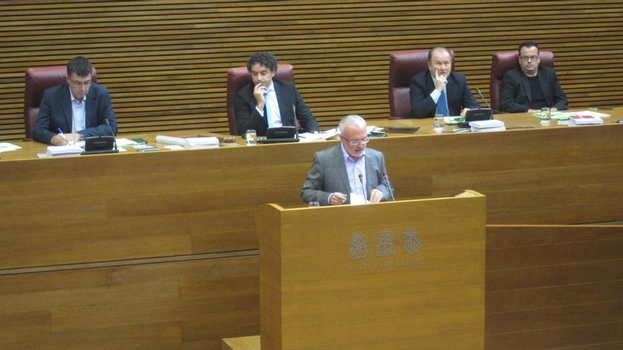 """Podemos da 8 de sus 13 votos a Puig """"para estar seguros de que no olvida su compromiso con la sociedad"""""""