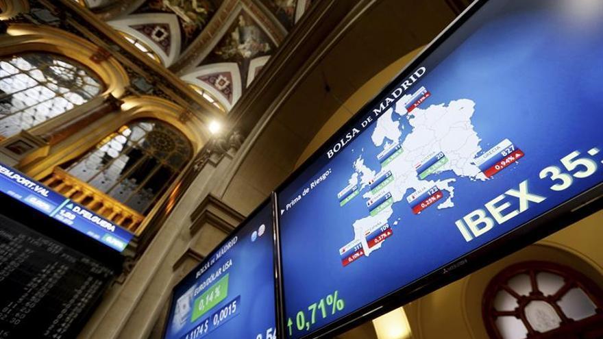 La prima de riesgo cae a 105 puntos y el bono, a punto de bajar del 1 por ciento