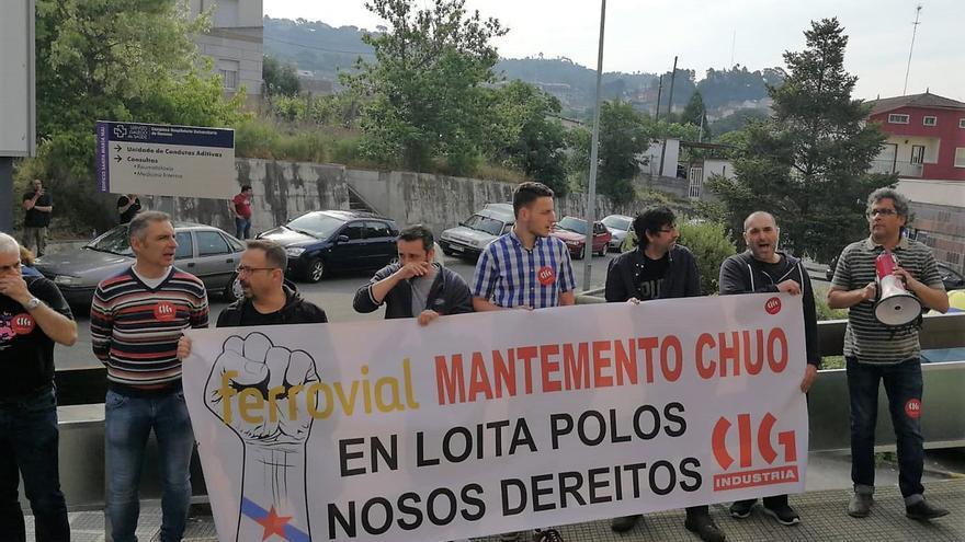 Protestas durante la huelga que mantuvieron el año pasado los traballadores de mantenimiento del complejo hospitalario de Ourense
