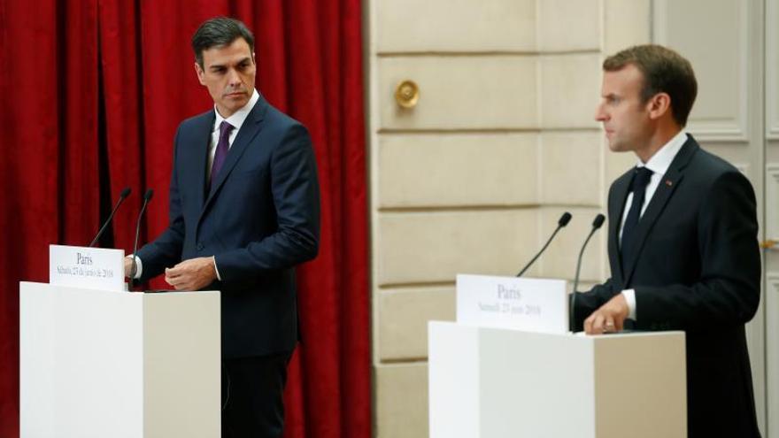 Macron recibe al presidente del Gobierno español para tratar el problema migratorio