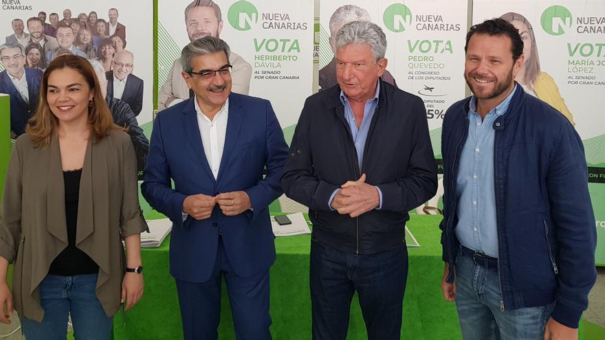 Román Rodríguez y Pedro Quevedo, en un acto de campaña de Nueva Canarias