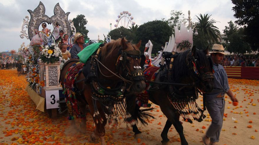 Una de las carrozas participantes en la Batalla de Flores