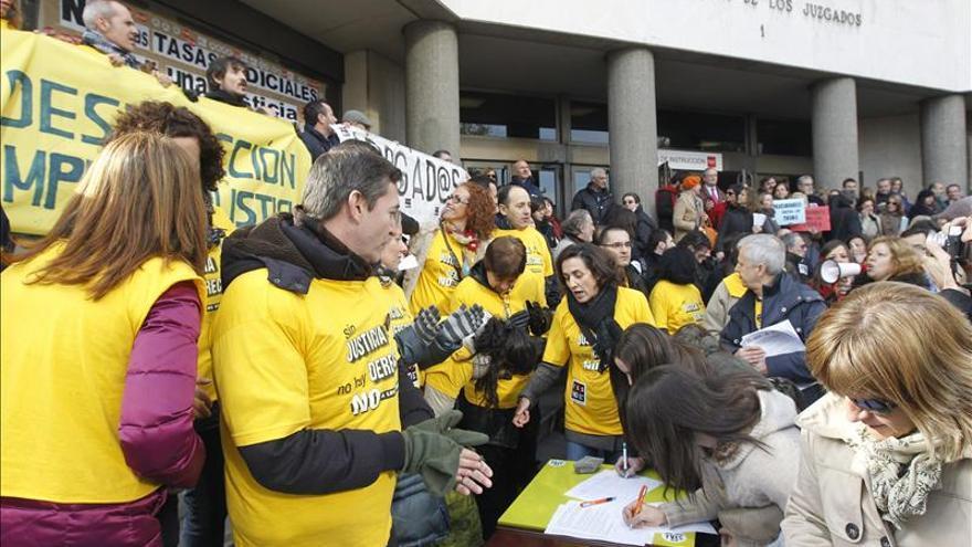 Concentración de los secretarios judiciales ante los juzgados de Madrid.
