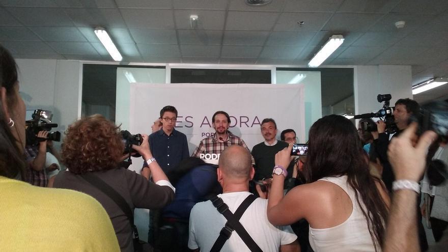 "Pablo Iglesias da las gracias a Manuela Carmena: ""El mundo entero mira a Madrid"""