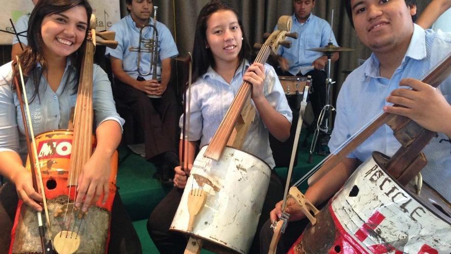 La Orquesta de Instrumentos Reciclados de Cateura actúa por primera vez en San Sebastián el 2 de enero