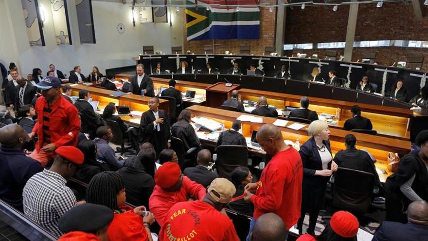 El Parlamento sudafricano rechaza la convocatoria de elecciones anticipadas