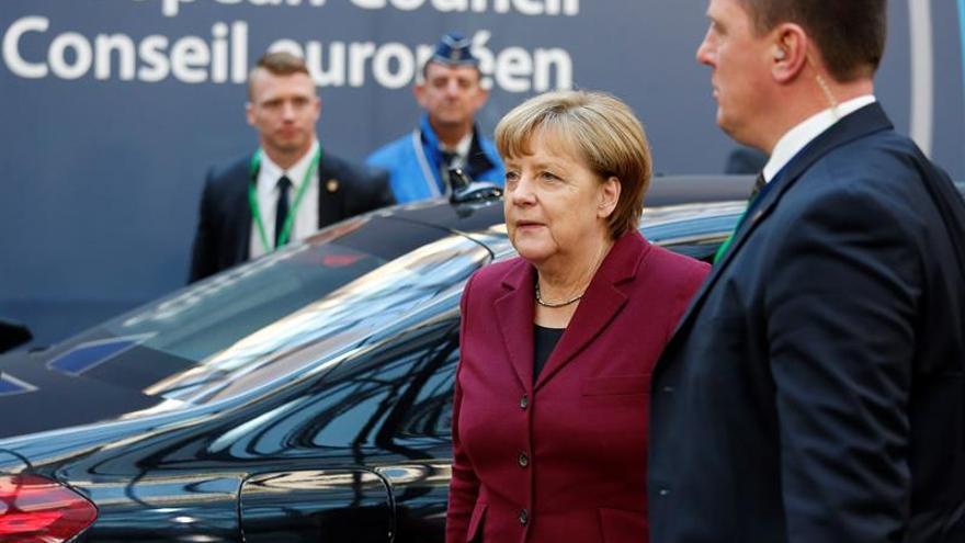 Merkel aboga por firmar acuerdos con países africanos para frenar las migraciones