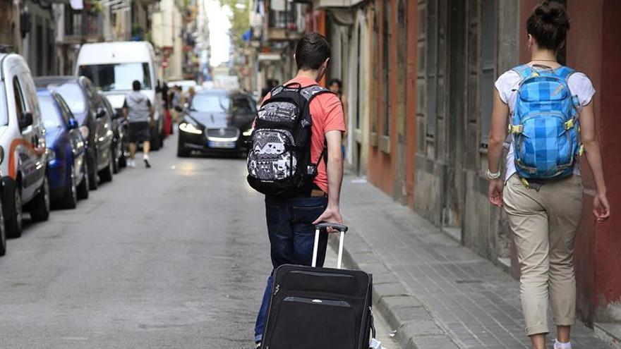 Barcelona multará hasta con 600.000 euros a las plataformas de pisos turísticos ilegales