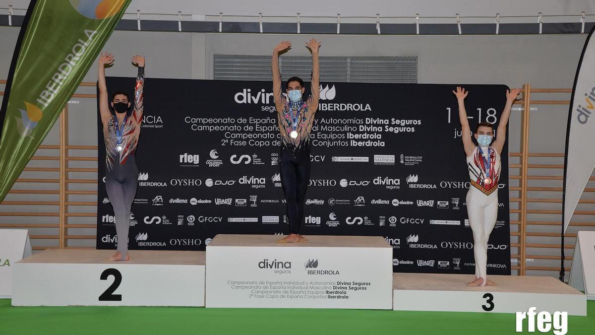 Sergio Pérez en lo alto del podio.