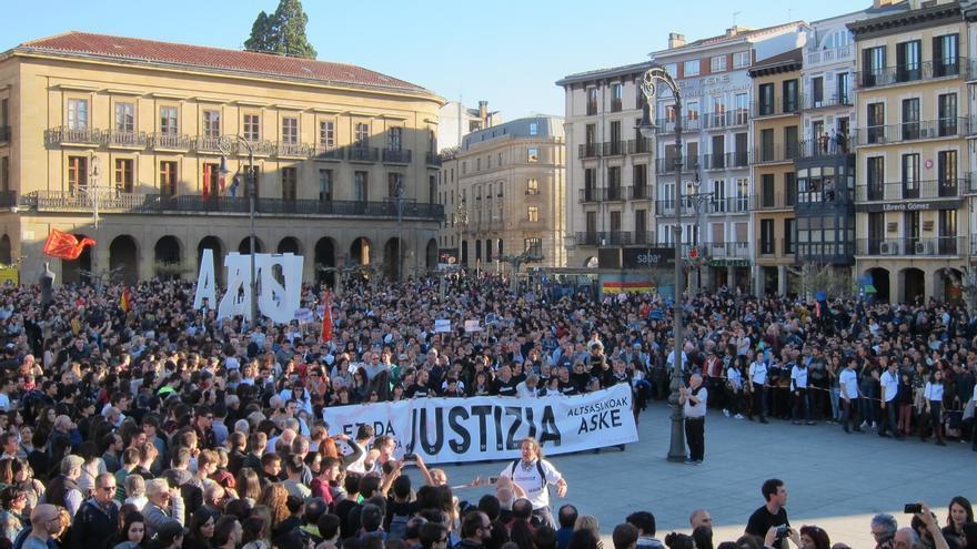 """Miles de personas piden en Pamplona """"justicia"""" en el 'caso Alsasua' y defienden que """"no es terrorismo"""""""