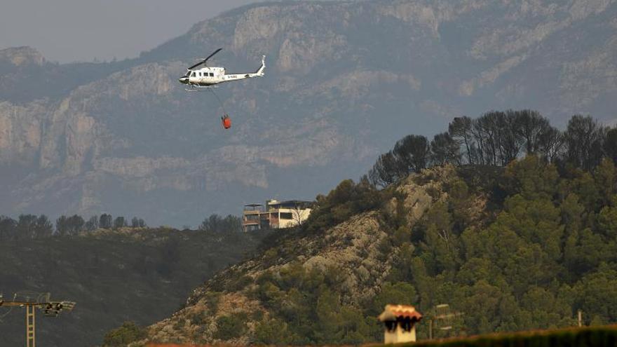 El incendio de Llutxent ya ha arrasado 2.600 hectáreas y ha afectado a unas 20 casas