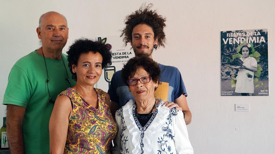 La familia protagonista del cartel.
