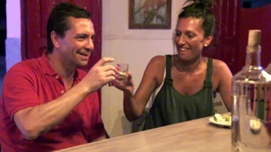 Tequila, desenfreno y regalo sorpresa en los 'Casados' Pedro y Mónica
