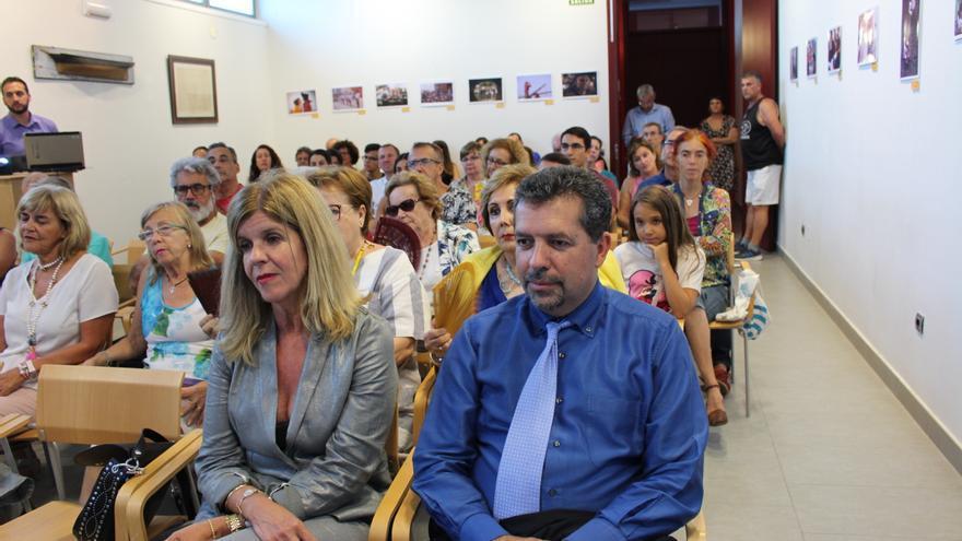 Juan José Cabrera y Carmen Concepción en la conferencia.