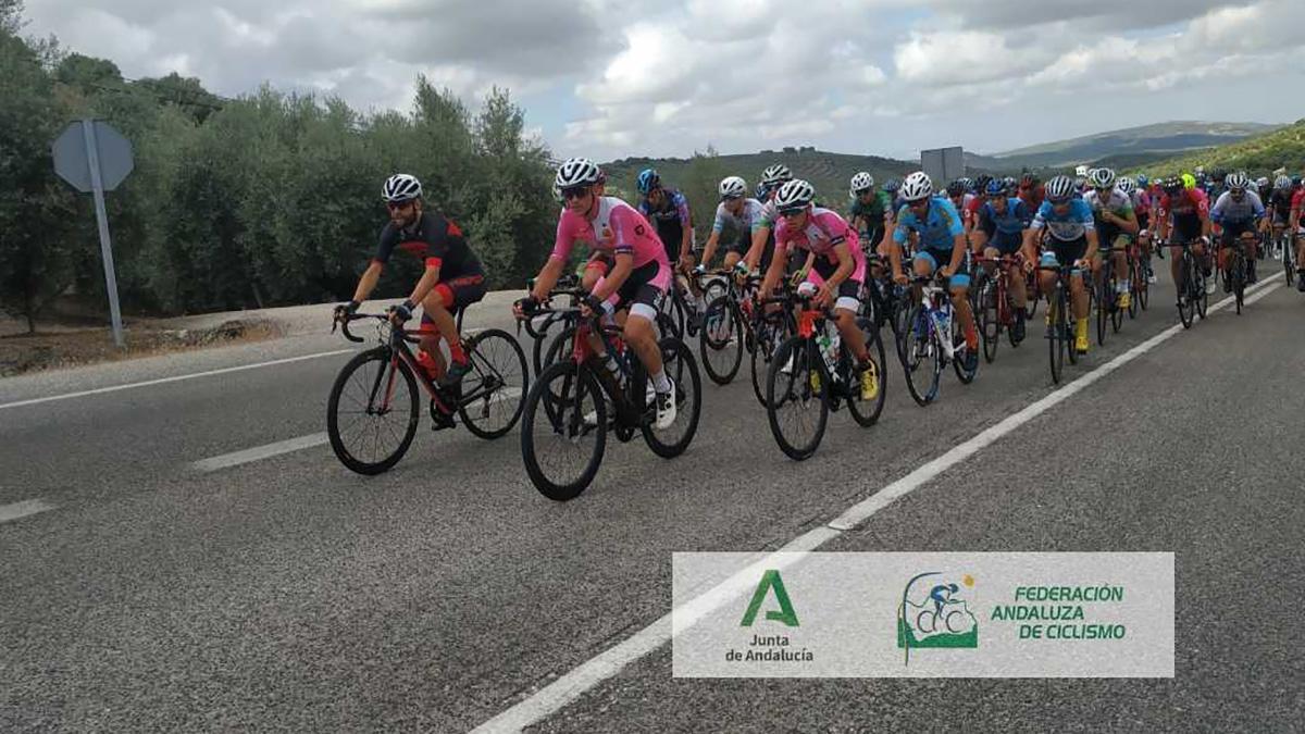 Ciclistas durante la prueba disputada en Cabra