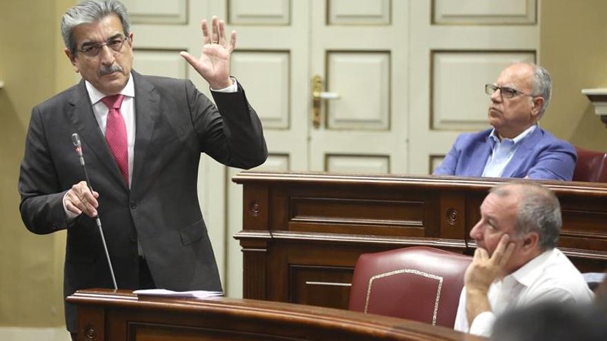 Román Rodríguez, durante su intervención en el Parlamento a cuenta de Las Chumberas