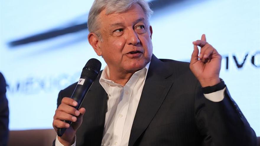 López Obrador, primer favorito en encuestas para presidenciales de México