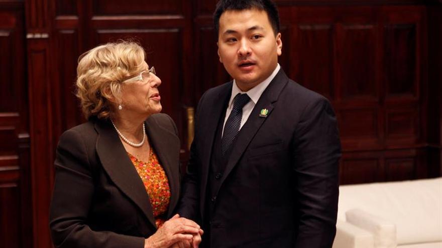 Carmena recibe en Cibeles a los directivos del grupo chino de vacaciones en España