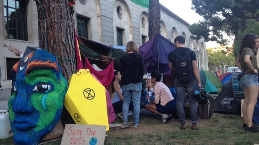 Acampada climática frente al Ministerio de Transición Ecológica / R.R.